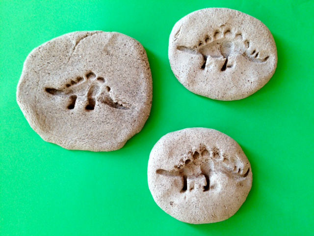 salt dough dinosaur fossil, how to make dinosaur fossils, homemade dinosaur fossils, dinosaur craft, homemade fossils