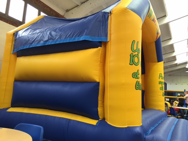 soft play thame, bouncy castle, whizz kidz