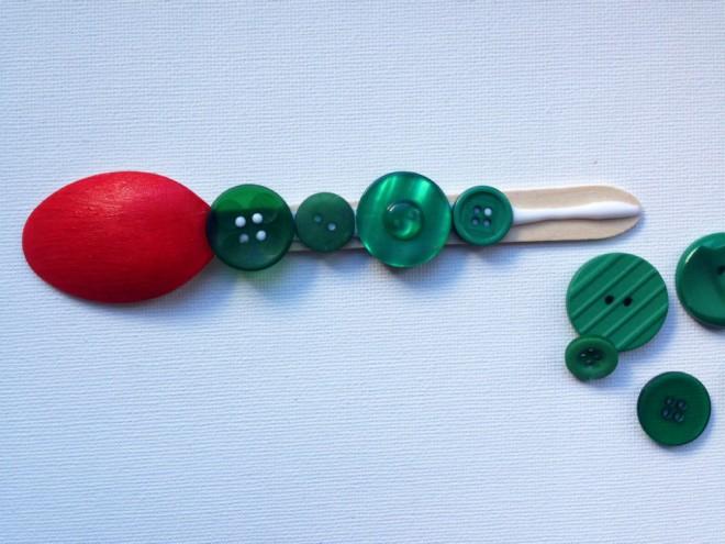 spoon caterpillar, caterpillar craft, caterpillar kids craft, hungry caterpillar craft, button caterpillar