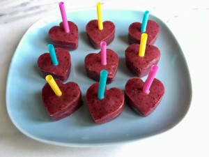 frozen fruit lolly, summer recipe, kids summer recipe, how ot make frozen smoothie pops for kids