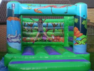 bouncy castle hire oxfordshire, bouncy castle hire buckinghamshire, bouncy castle hire brakcley, bouncy castle hire bicester, wedding bouncy castle oxfordshire, birthday party entertainment oxfordshire, buckinghamshire