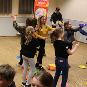 childrens party entertainer oxfordshire, circus skills party oxfordshire, party ideas oxfordshire
