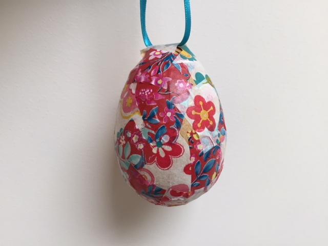 decoupage egg, decoupage easter egg, easy egg decorating ideas for kids